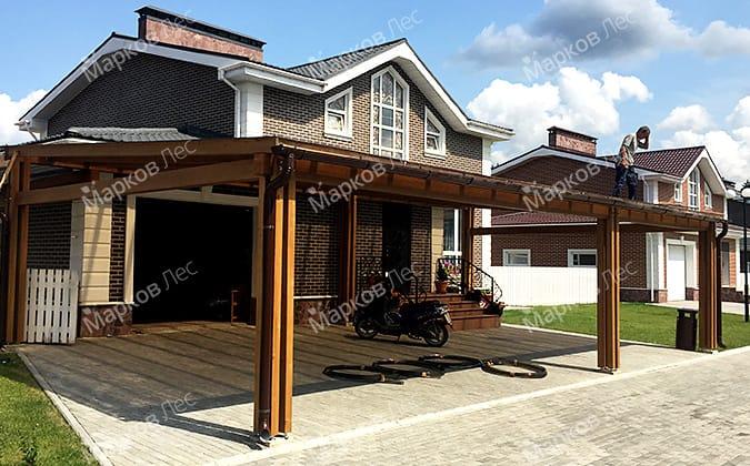 Односкатный деревянный навес пристроенный к дому