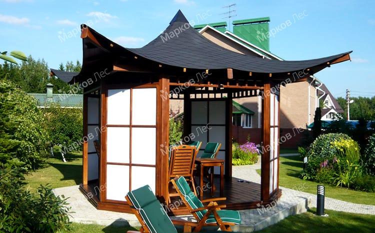 Дачная беседка из дерева с китайской крышей